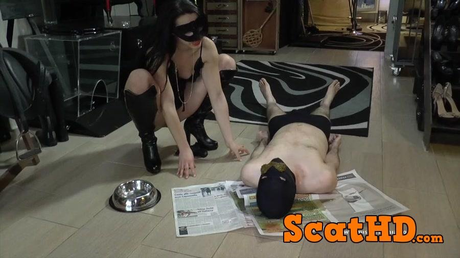 Mistress Gaia - Reading newspaper [HD 720p]