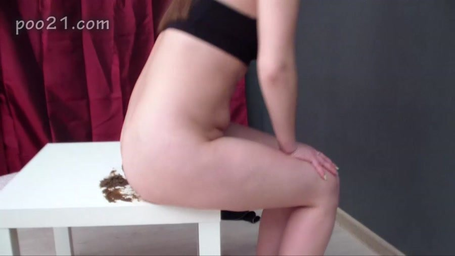 MilanaSmelly - Milana Pooping in Panties With Farting [HD 720p]