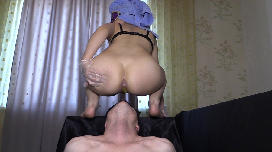 Princess Mia and toilet slave - Mia The Most Beautiful Girl In Our Studio [FullHD 1080p]