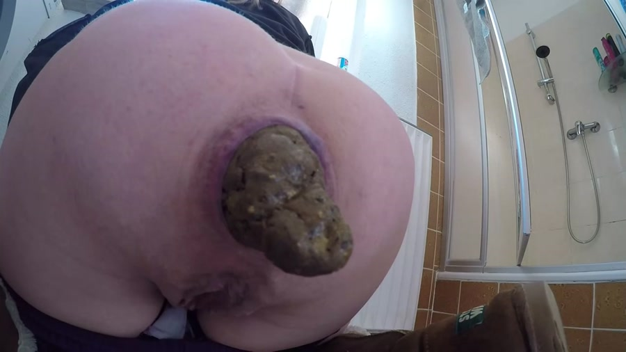 Mia Roxxx - Huge turds [FullHD 1080p]