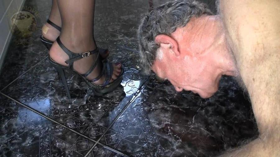 Lady Chantal - Scat and pee dinner [HD 720p]