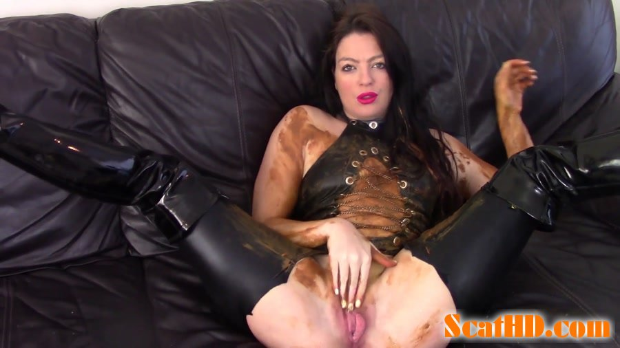 Evamarie88 - Messy Shit Smear On The Leather Couch [FullHD 1080p]