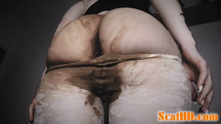 DirtyBetty - INSANE scat girl SHITTING in PANTYHOSE [HD 720p]