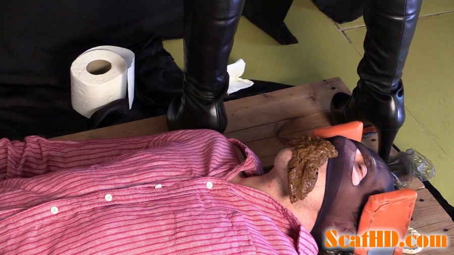 Princess Mia - Princess Mia is having fun with her slave. The cute sexy girl plays at the camera with Princess Mia and toilet slave [FullHD 1080p]