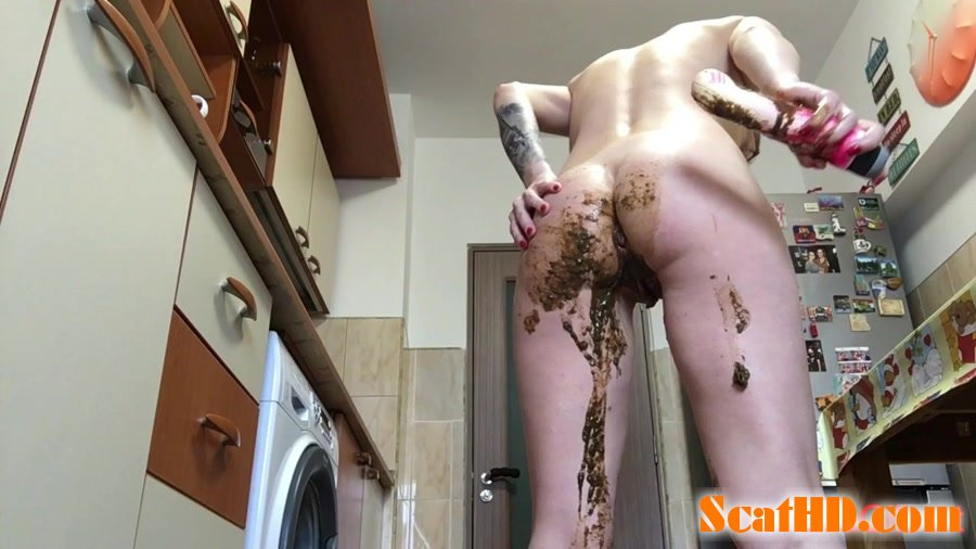 EllaGilbert - Messing my white panties with Diarrhea [HD 720p]